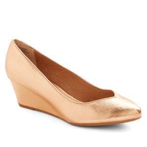 Seychelles rose gold metallic wedge shoe size 8.5